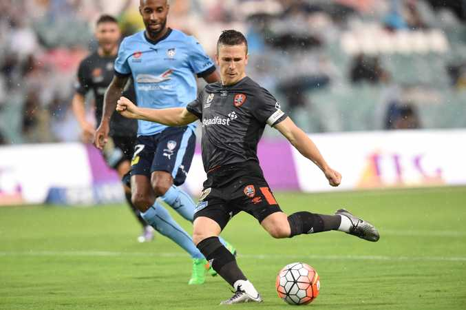 Matt McKay, in action for the Brisbane Roar, still wants to play for Australia. Photo: AAP Image.