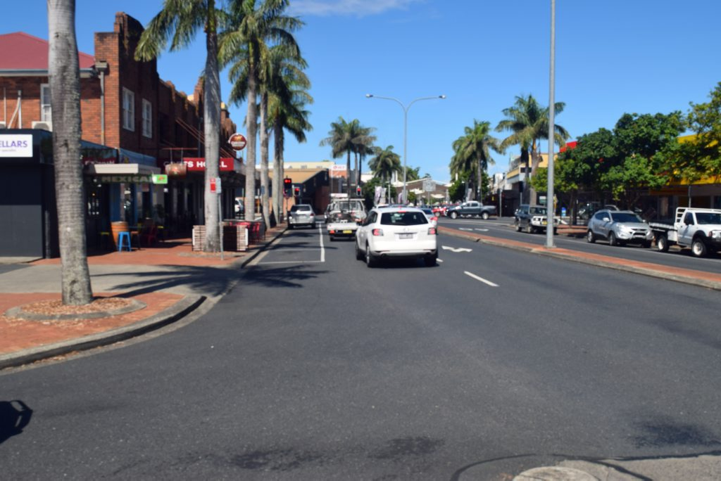 The West High St approach to the Pacific Hwy will soon have the parking spaces removed to accommodate a third traffic lane.