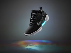 Nike unveils shoes that tie themselves