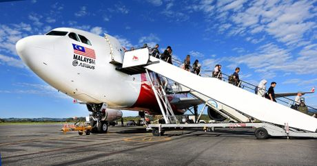 Passengers disembark from the inaugural AirAsia X flight between the Gold Coast and Auckland.