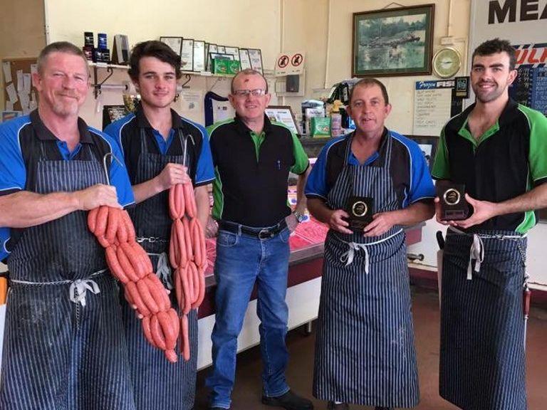 Tim Duggan (Centre) and the Mundubbera Butchering Company team.