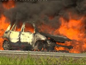 VIDEO: Fire engulfs car, brings Bruce Hwy to stand-still