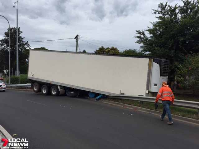 A trailer has slipped from a prime mover at the top of the Toowoomba Range.