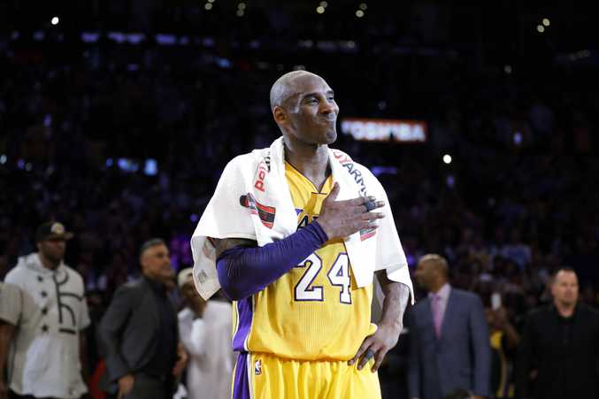 Los Angeles Lakers' Kobe Bryant pounds his chest after the last NBA basketball game of his career, against the Utah Jazz. Photo: AP Photo/Jae C. Hong.
