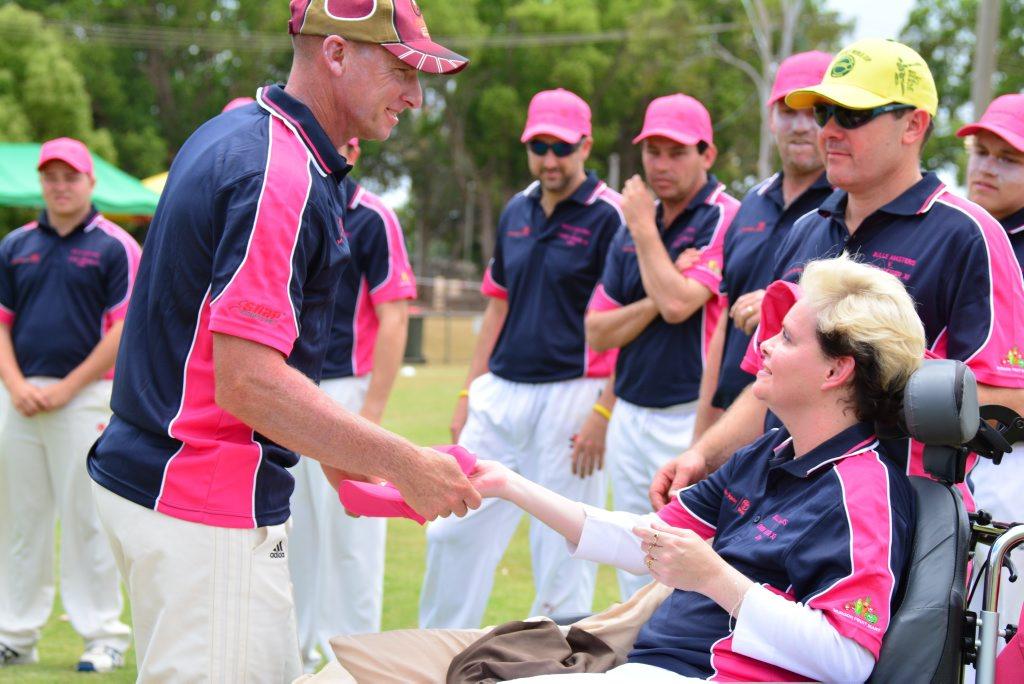 Lynda Geiger hands Ashley Sippel his team hat. Photo Brandon Livesay/ South Burnett Times