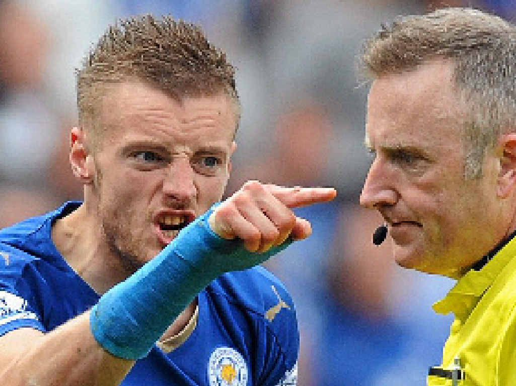 Jamie Vardy has a go at referee Jon Moss are being sent off.