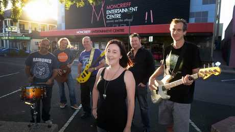 WAYNE'S WISH: Craig Walsh, Peter Knight, Matt Farthing, Shanyn Limpus (organiser), Grant Rogers (organiser) and Seb Harris are part of a concert at the Moncrieff Entertainment Centre to help raise funds for the local renal unit and the Cancer Council. Photo: Mike Knott / NewsMail