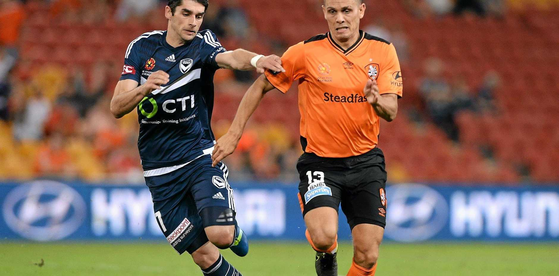 KEY MAN: Jade North (right) does battle with Guilherme Finkler in the A-League elimination final.