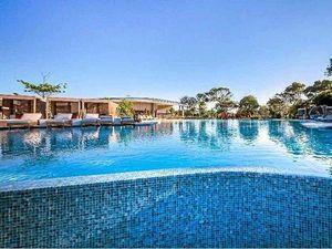 Resort guests loving Elements of Byron's cabana city