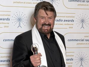 Derryn Hinch will throw a bong at Mardigrass