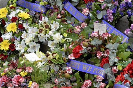 anzac, memorial, Remembrance Day service at the Mother's Memorial. Photo Bev Lacey / The Chronicle