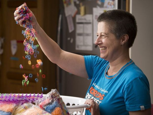 Jasmine Smith is attempting a world record for the longest loom band as a fundraiser for The Leukaemia Foundation.