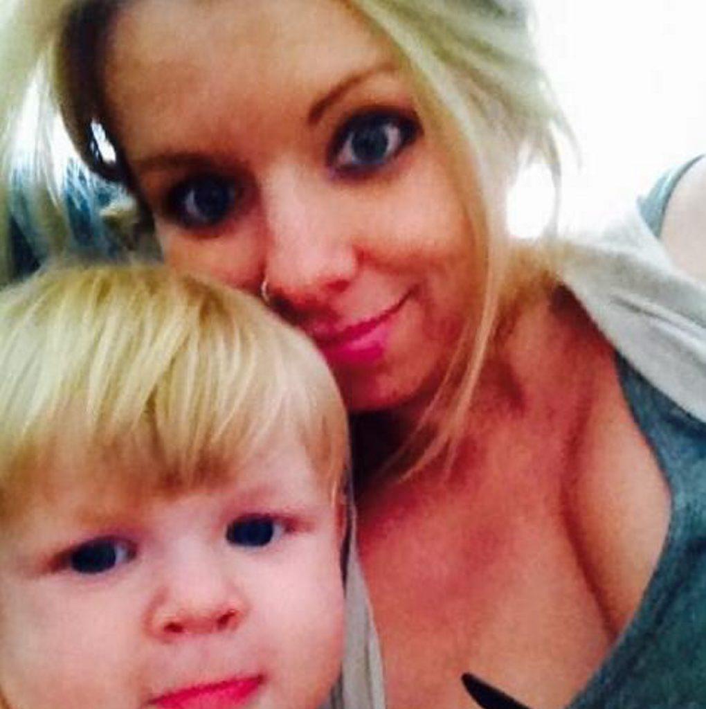 Gemma Louise Rane with son, Chayse. (Photo: Facebook)