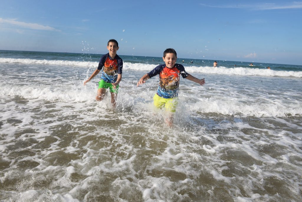 HOT WEATHER: Michael and Alexander Balto enjoying the warm weather at Nielson Park Beach. Photo: Mike Knott / NewsMail