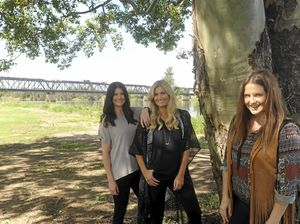 The McClymonts announce show at Saraton Theatre