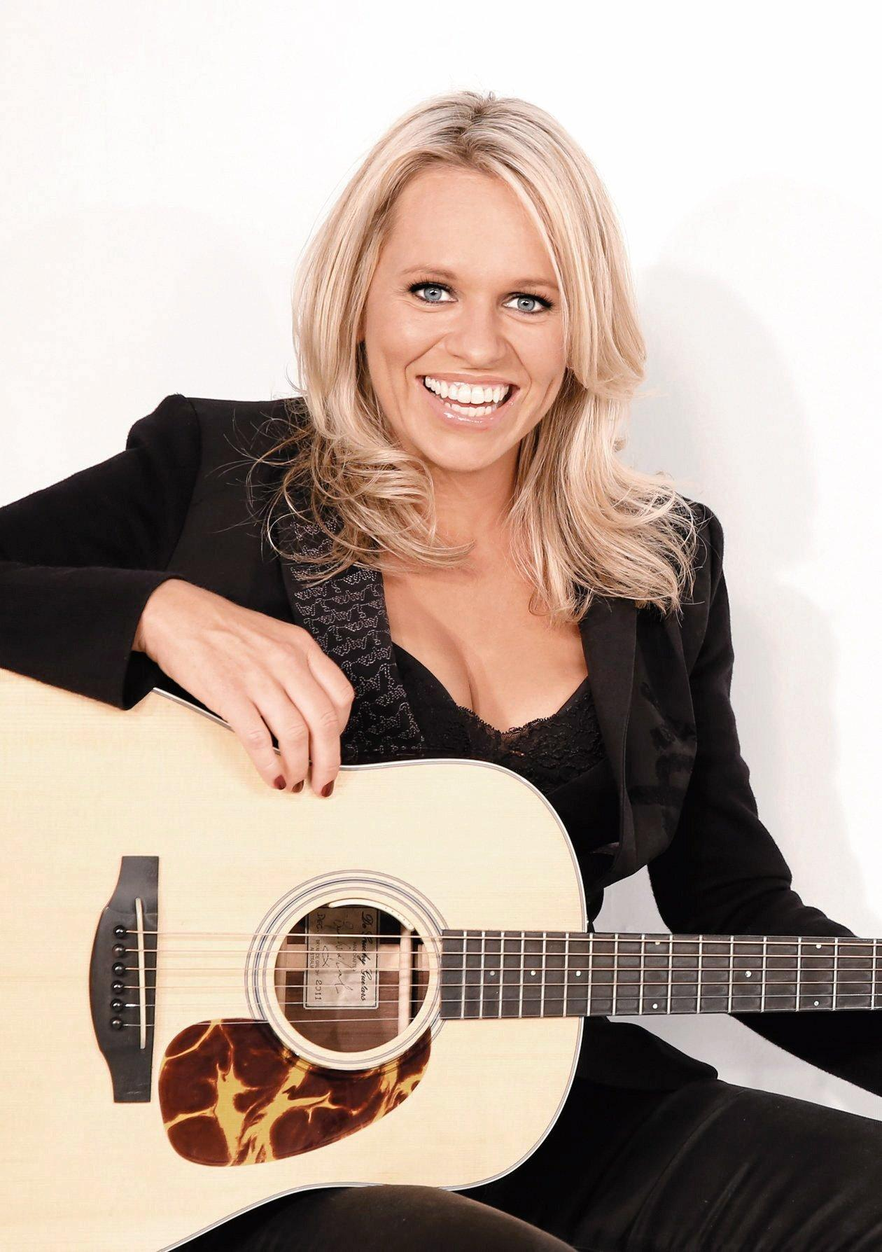 Musician Beccy Cole is touring the country in 2016 and will feature in Cruisin Country 6. Supplied by Sue Mac Media.