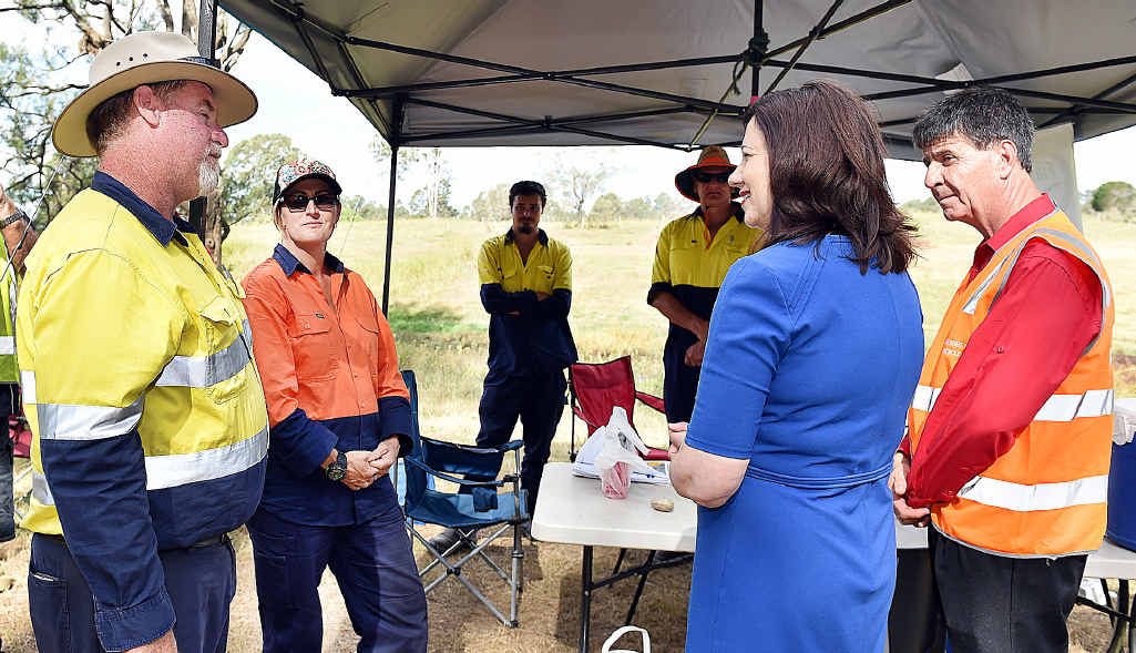 The Queensland Premier Annastacia Palaszczuk with superviser Wayne Kelly and trainee Mandy Stollberg at the the Fraser Coast TESS farm worksite.