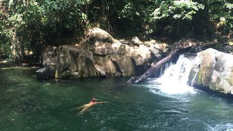 El Salta waterhole where the locals hang out to cool down in La Fortuna.