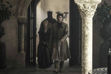 Hafþór Júlíus Björnsson, Nikolaj Coster-Waldau and Lena Headey in a scene from season six, episode three of Game of Thrones.
