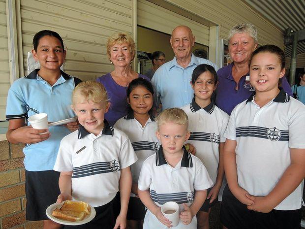 Twin Towns Evening VIEW breakfast club supporters Ross O'Leary, Kathie Diskin, Rosie McDermot,  Jill Neville, Trudy Sloan, Jan Tobin and Tweed schoolchildren.