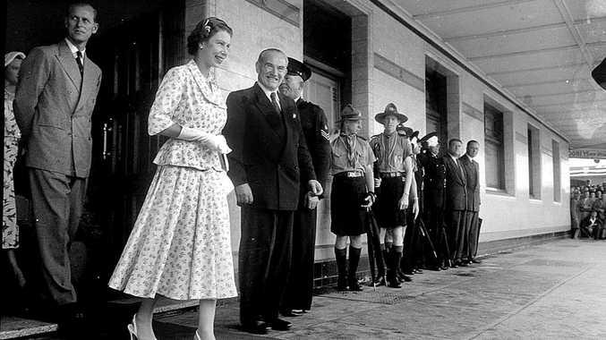 Queen Elizbeth outside the Gollan Hotel in Keen Street, in 1954.