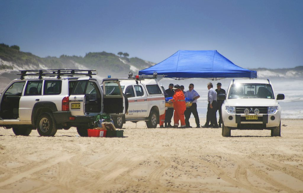 Lynette Daley's body was found on January 27, 2011 at 10 Mile Beach north of Iluka. SES volunteers assist police to lift the body of a woman who died on 10 mile beach north of Iluka yesterday morning. Photo: Rodney Stevens/ The Daily Examiner