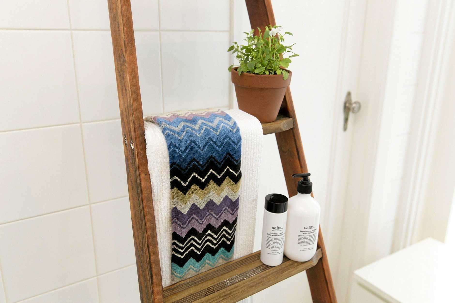 Recycle and old wooden ladder and turn it into a bathroom rung.