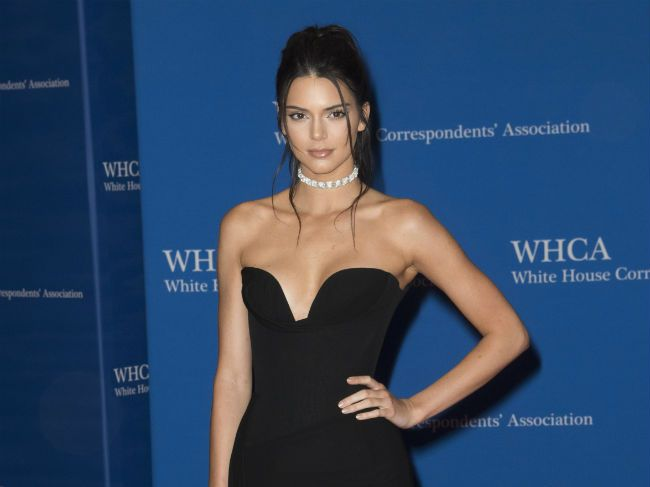 Kendall Jenner says she knows how to spot someone with bad intentions and keeps her social circle small because of it.
