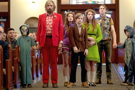 Nai (Charlie Shotwell), Ben Cash (Viggo Mortensen), Kielyr (Samantha Isler), Rellian (Nicholas Hamilton), Vespyr (Annalise Basso), Bodevan (George MacKay) and Zaja (Shree Crooks) in a scene from CAPTAIN FANTASTIC directed by Matt Ross, in cinemas 2016. An Entertainment One Films release. For more information contact Claire Fromm: cfromm@entonegroup.com.