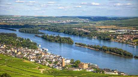 Ruedesheim town on the bank of Rhein river, Rhein-main-pfalz, Ge