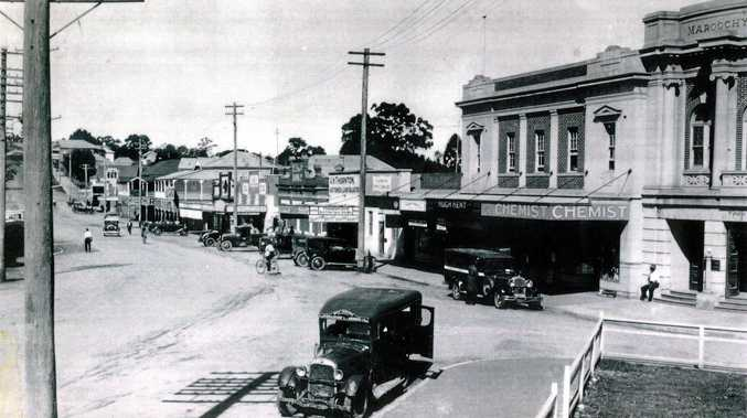 Currie Street looking south from Station Square, Nambour, ca 1930. Nambour Public Library pictured on right, next to the Maroochy Shire Hall complex.