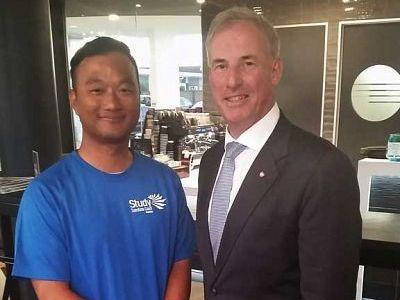 Mr Kim with Senator Colbeck