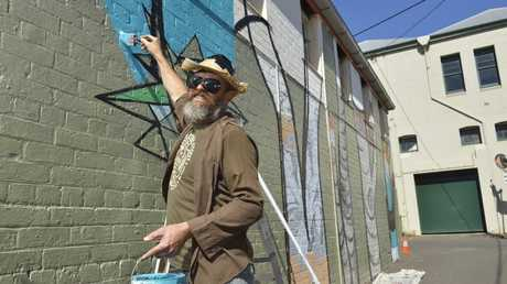 Toowoomba artist David Usher paints in Wilcox Ln as part of First Coat 2016.