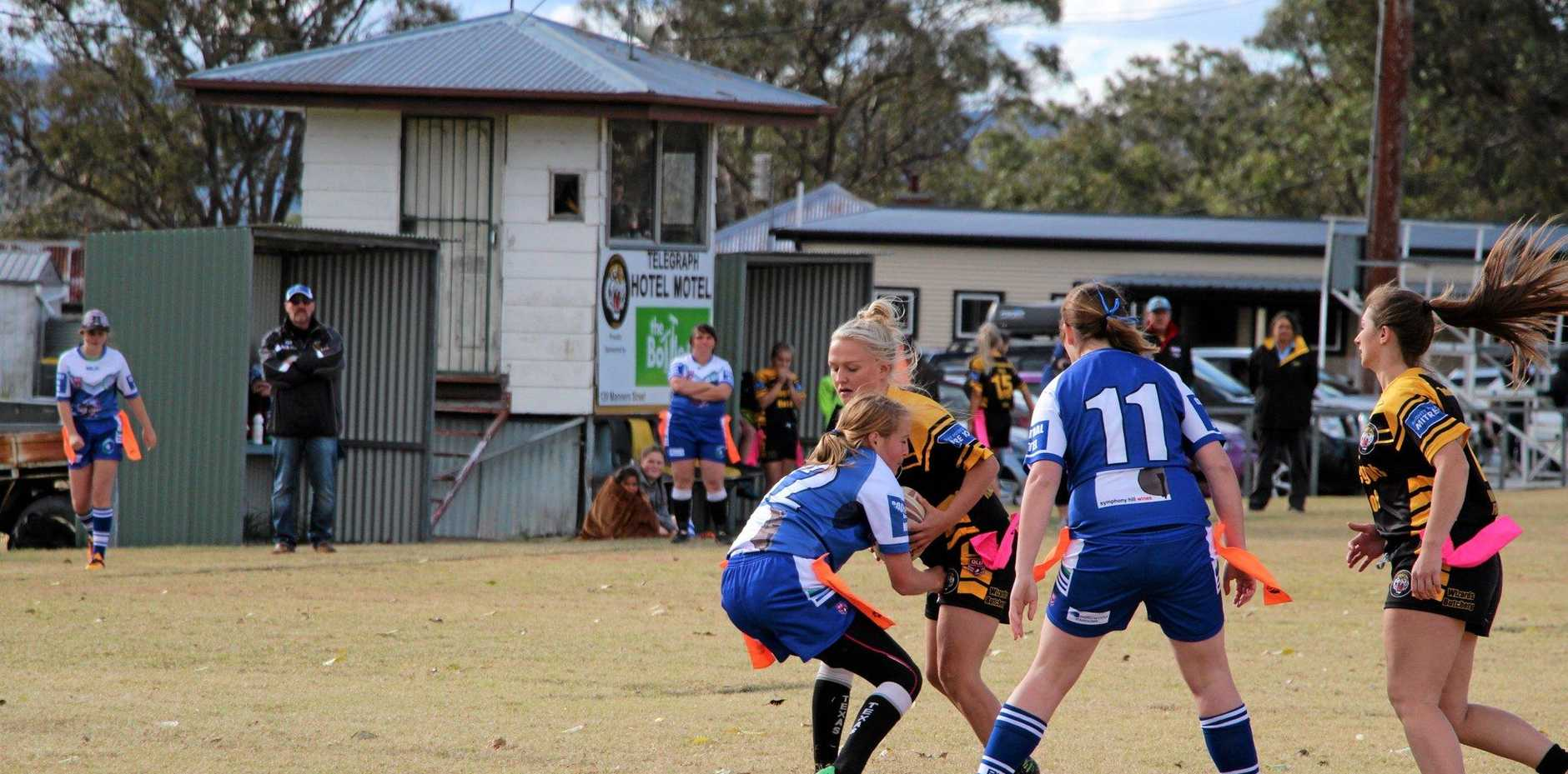 Stanthorpe/ Texas ladies try to take down a Tenterfield player.