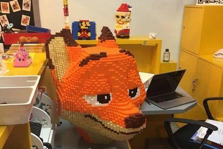 Lego statue source Weibo