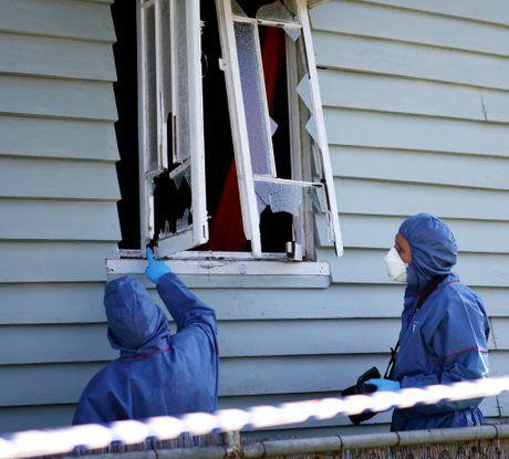 rok-shoot13b Police examine the scene of a shooting on Bolsover Street. ALLAN REINIKKA AR13-0910-2