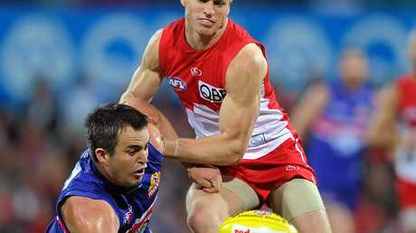 The Western Bulldogs' Brian Lake (left) is tackled by Paul Bevan of the Sydney Swans during the round 21 NRL match between the Sydney Swans and the Western Bulldogs at the Sydney Cricket Ground in Sydney, Saturday, Aug. 21, 2010. (AAP Image/Paul Miller) NO ARCHIVING, EDITORIAL USE ONLY