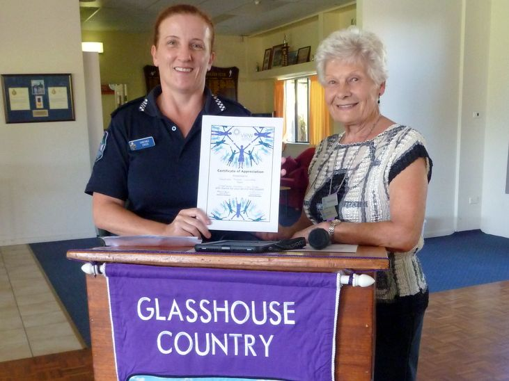 Glasshouse Country VIEW Club Vice President Yvonne Robinson, presents a certificate to Constable Susan Lowndes.
