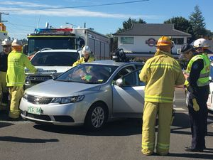 Crash closes roundabout