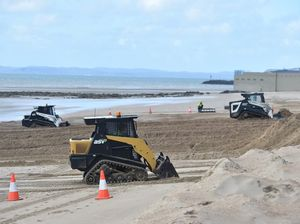 Fraser Coast beach closed for sand push