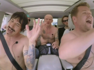 Red Hot Chili Peppers do Car Karaoke