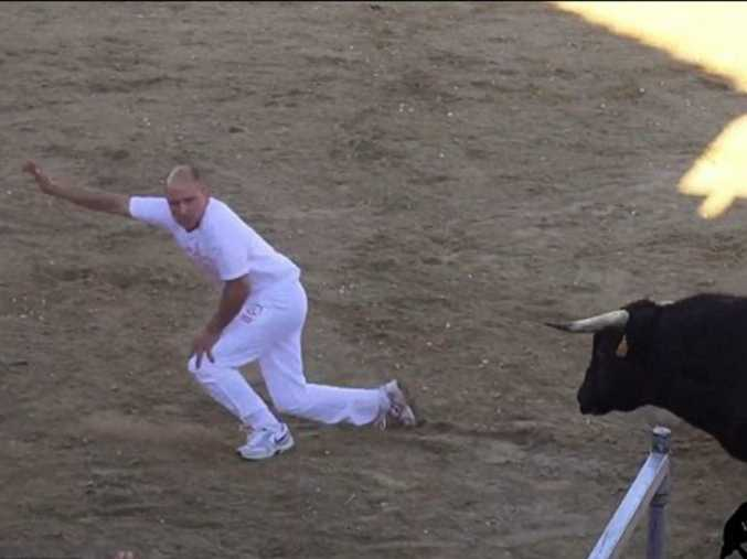 Juan Carlos Otero, 34, was gored in the heart while 'arcing' a raging bull Youtube/valledalosi