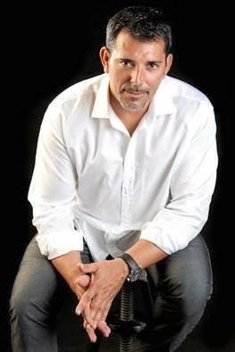SPANISH: Victor del Arbol.