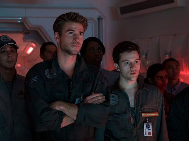Liam Hemsworth, centre, in a scene from the movie Independence Day: Resurgence.