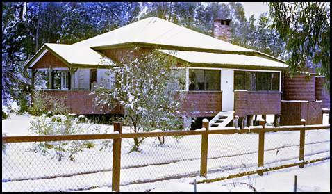 The Rangers residence at the entrance of Girraween, south of Stanthorpe in July 1984.