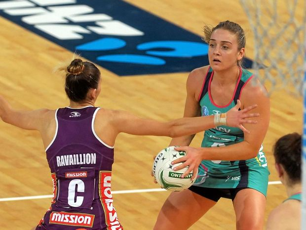 STRONG FINISH: Melbourne Vixens centre Liz Watson (right).