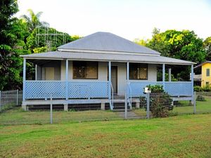 Three bedroom, 1100sqm block: Is this Qld's cheapest home?