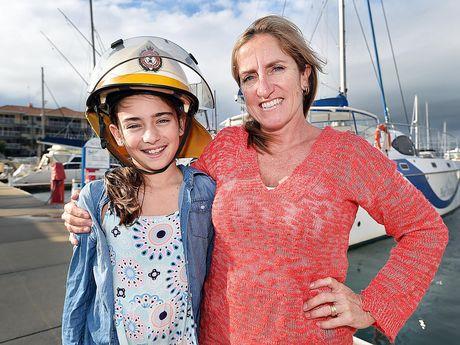 Working mum Jodie Lynch with her daughter Annika,12.Photo: Alistair Brightman / Fraser Coast Chronicle