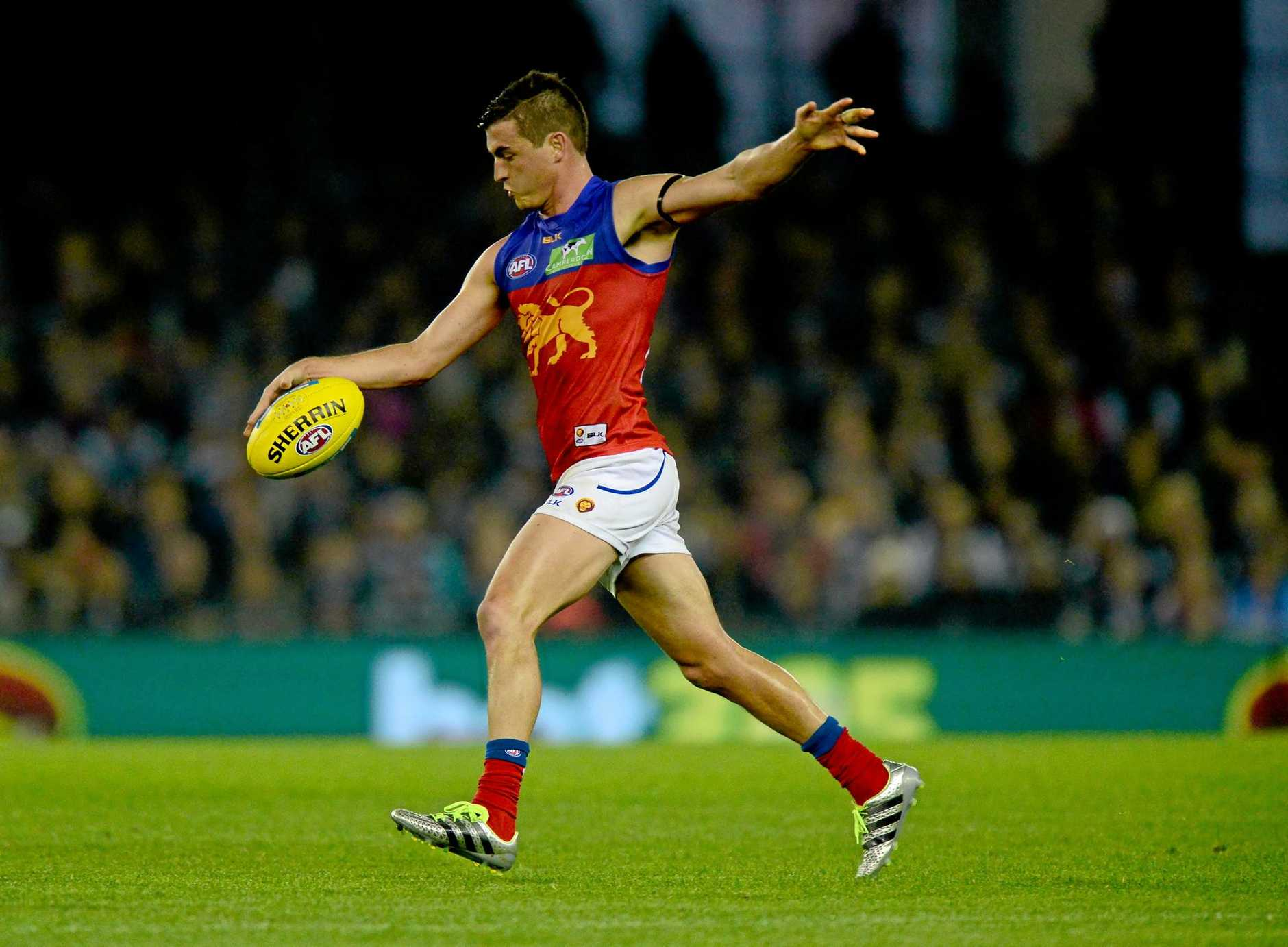 TALKS STALLED: Lions skipper Tom Rockliff kicks the ball during the Round 11 AFL match between the Carlton Blues and Brisbane at Etihad Stadium.
