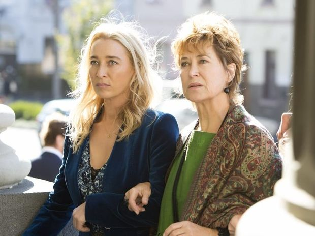 Asher Keddie and Linda Cropper in a scene from season six episode one of Offspring.